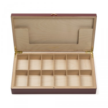 Palace' empty wooden chest to fill - red