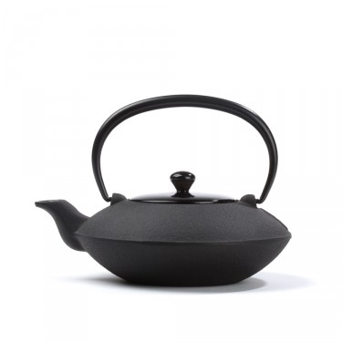 Japanese cast iron teapot - 'Théière des Maîtres' 0,4 L with lacquered wooden lid - black